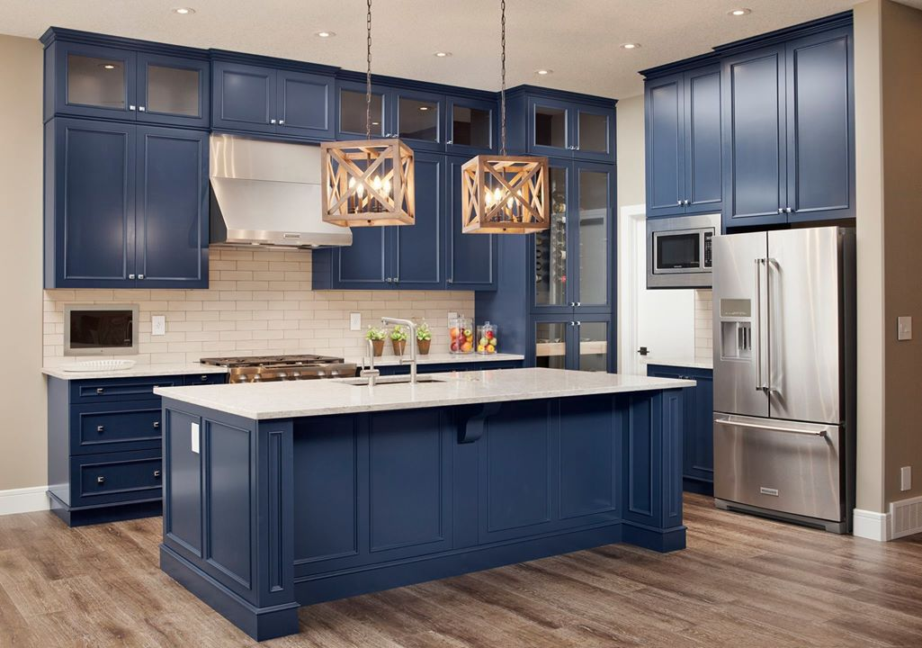 Blue-clutter-free-kitchen-