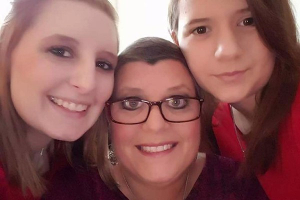 Tania and her daughters
