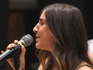 Lindsay Lavin Sings