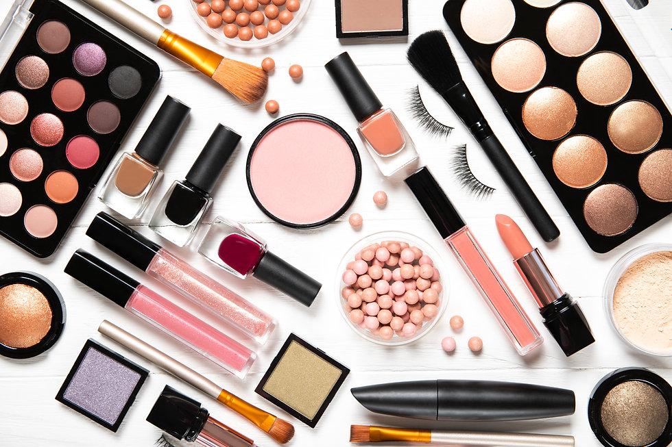 Decorative cosmetics and makeup brushes