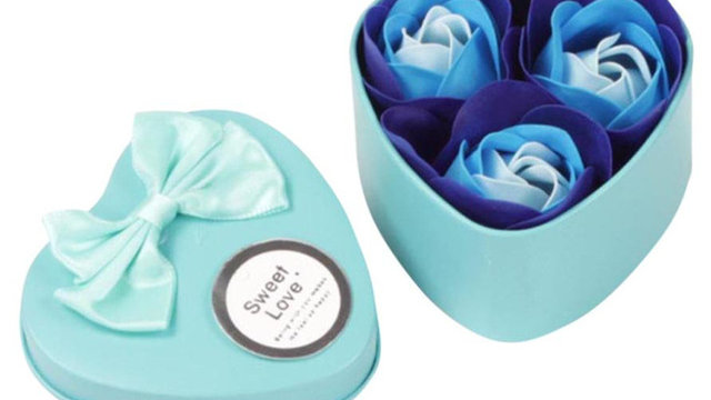 1 Metal Box 3PCS Heart Scented Bath Body Petal
