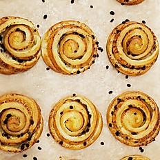 Vanilla Raisins Danish Roll