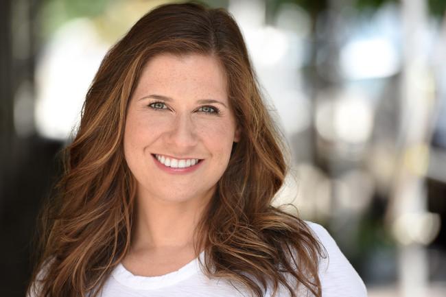 Eva Kantor smile web.jpg
