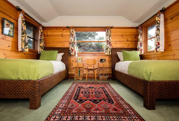 cabin+bedroom+cannon+beach.jpeg