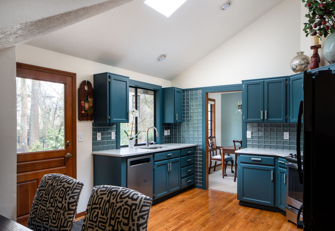 Our client lived in a nice, but frankly dreary home. She wanted the whole place to look fresh. As such, we couldn't kill the budget all in one place. That didn't keep up from reaching our goal though. This kitchen certainly fresh, and really quite inexpensive.
