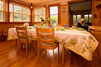 classic+American+cabin+dining+room.jpeg