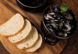 Mussels bathed in a white wine and cream