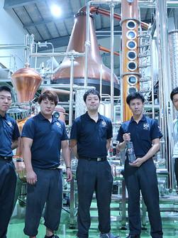 津貫蒸餾所的年輕管理團隊