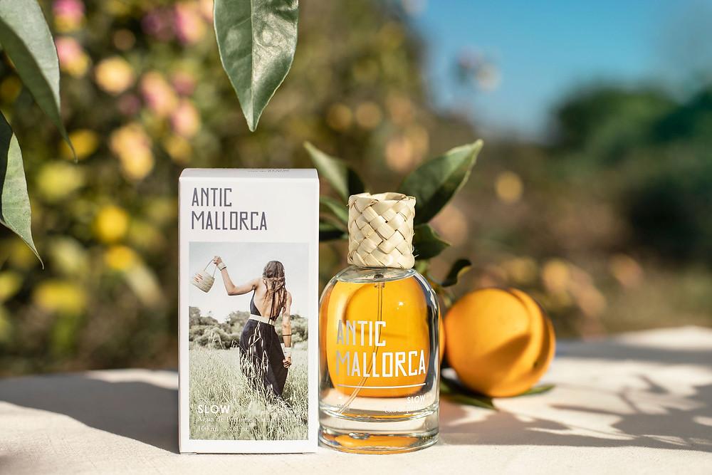 Las 3 premiadas por su pieza artesana hecha durante el confinamiento, han tenido de premio un perfume Antic Mallorca Slow cada una.