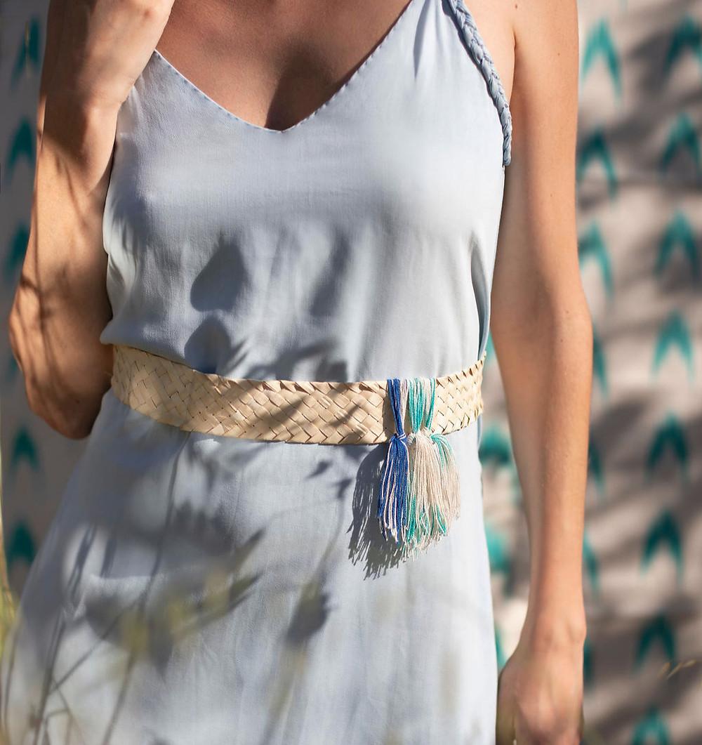 Joyas y complementos de la nueva colección Teixits Vicens & Antic Mallorca. Cinturones, pulseras, colgantes y gargantillas hechos a mano en Mallorca.