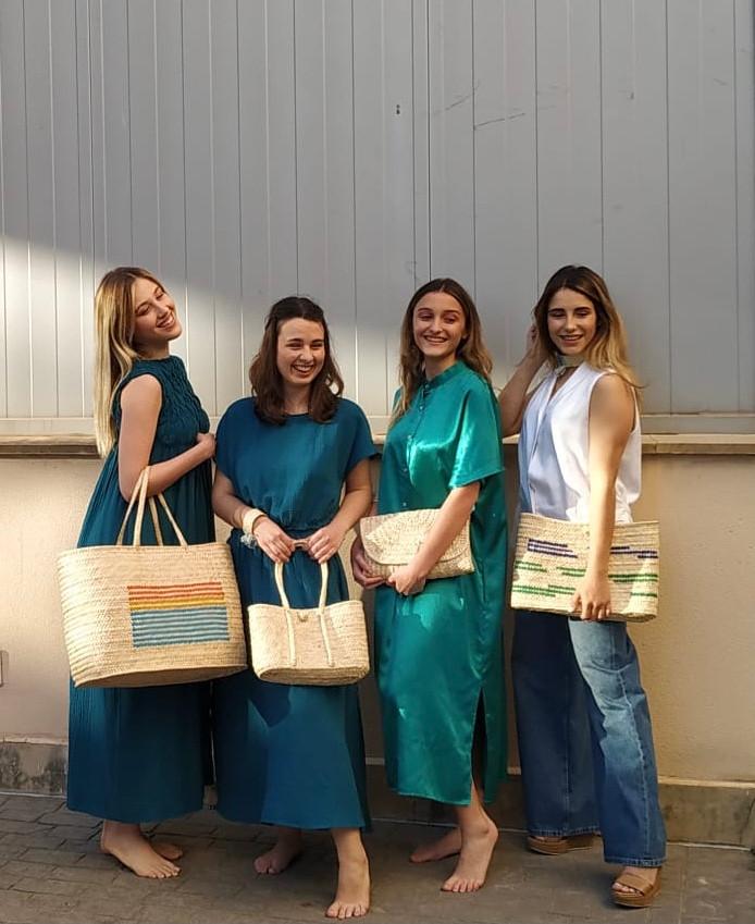 Los bolsos de Antic Mallorca en Canal 4 televisión, lucidos por las modelos de bFIERCE con ropa de la diseñadora Cecilia Sörensen.