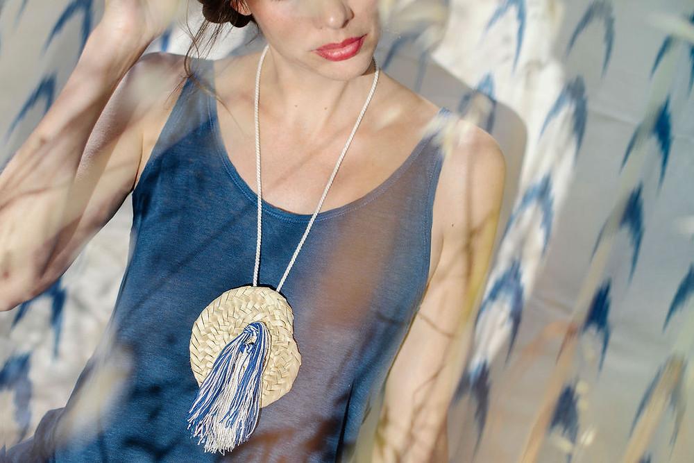 Antic Mallorca y Teixits Vicens crean una colección de joyas de palmito y algodón, hechas a mano en Mallorca.