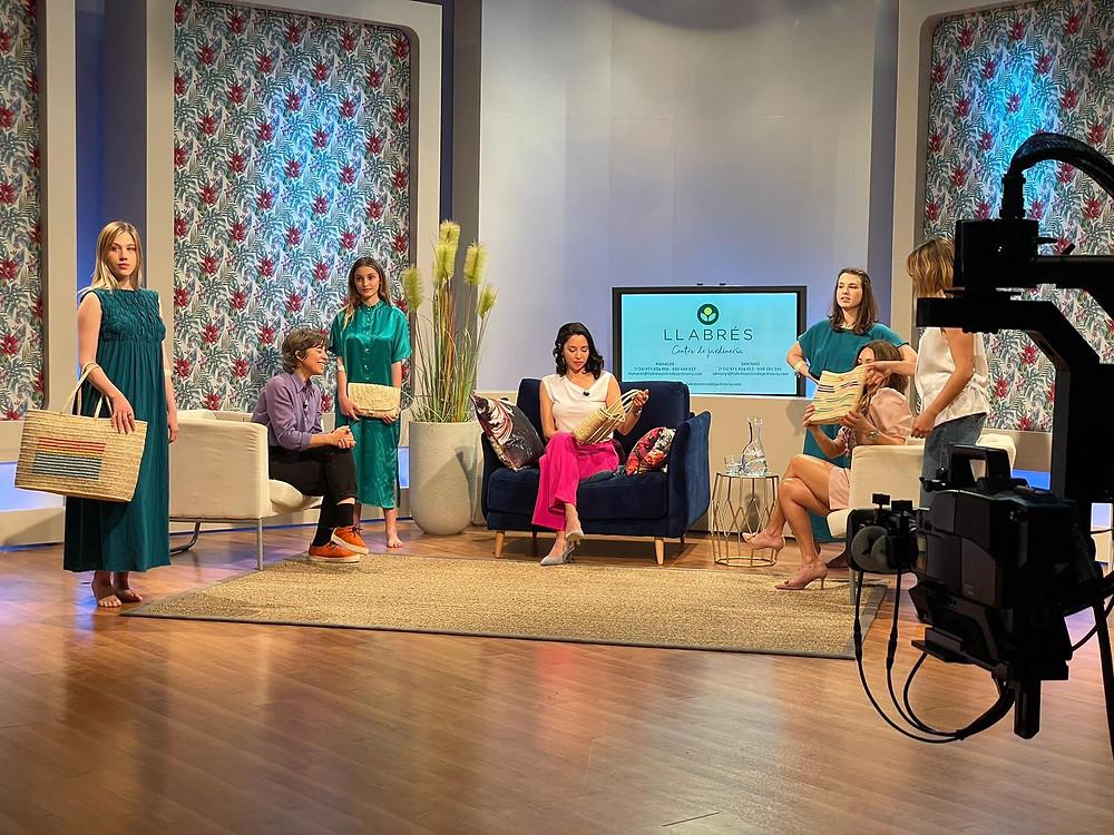 Entrevista a Antic Mallorca en el Canal 4 de televisión para hablar de sus bolsos de palmito, la artesanía, ses Madones de sa llata y la escuela de artesanía.