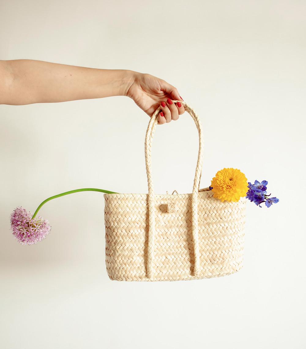 Un bolso muy coqueto y femenino de Antic Mallorca. Hecho a mano en Mallorca. Único y exclusivo. Foto de Elena Grimaldi con La Casita de Wendy.