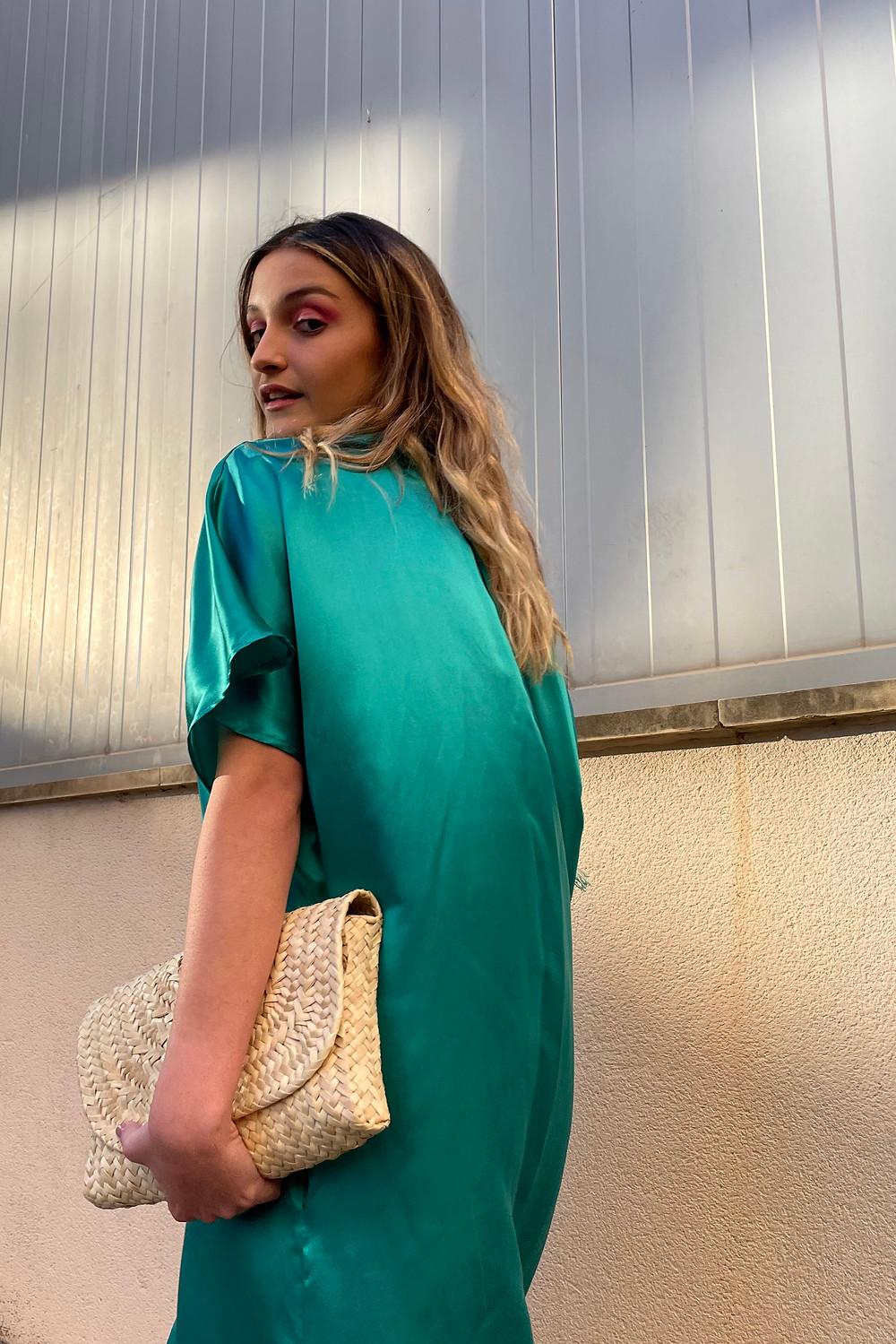 Una combinación súper elegante y fácil de llevar para este verano, vestido de Cecilia Sörensen y clutch de Antic Malllorca