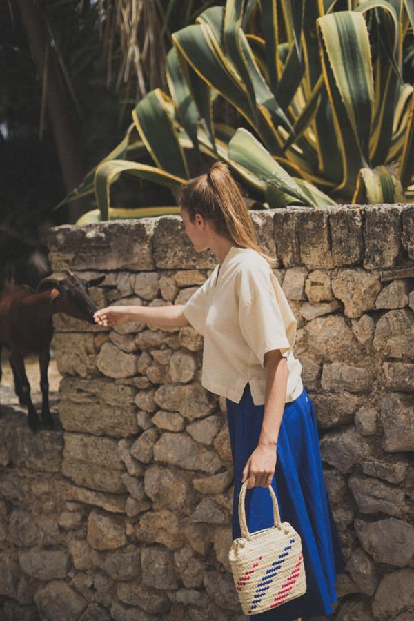 La imagen de una cabra saludándonos en el shooting de la colección summer 21 fue la última imagen que pudimos postear en Instagram, antes de que nos hackearan la cuenta.
