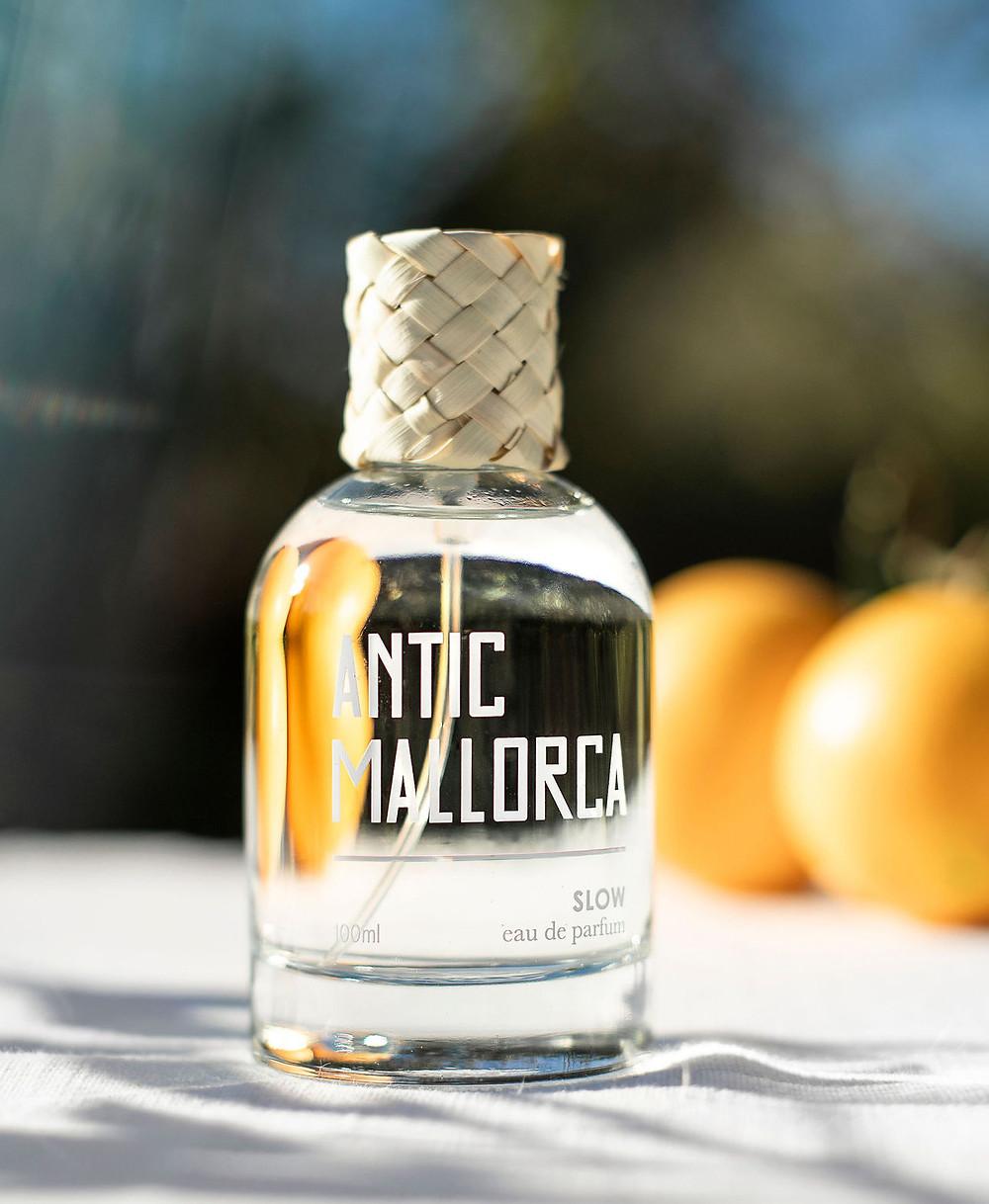 El perfume de Antic Mallorca huele a flor de azahar y a cítricos. Olor a limpio y fresco que enamorará a tu media naranja.