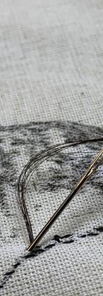Detalle de bordado en proceso. Bordado en el pelo donado por mi prima.