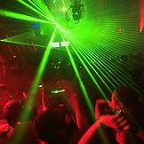 Dj buchen bei DeineBand. Ihr Party-DJ oder Ihr Dj mit Violine oder Live Act wie Sängerin oder Saxophon für Betriebsfeiern,Firmenevents, Messe und Weihnachtsfeier.
