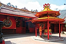 Jakarta Tourist Attractions? See Chinatown with LSI CITY TOURS JAKARTA.