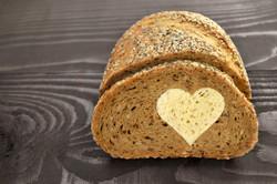 love-romantic-sweet-lubov-serdce-hleb-vypecka (1)