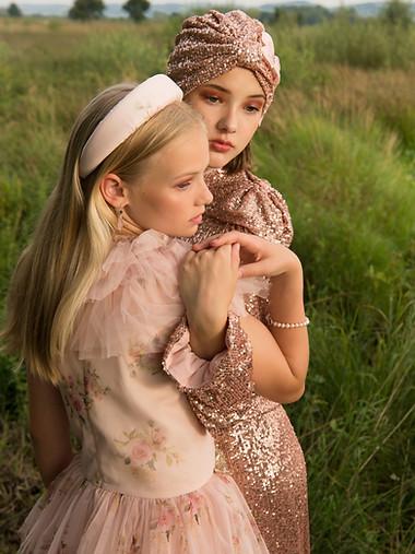 Rosa & Maya for Junona; Jewellery - Schmuck Schmiede Minden; Photographer - Danny Gödicke; Styling - Suzan Ismailoglou