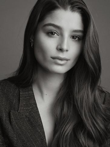 Lara Aylin Winkler - Photo by Melvin Warm