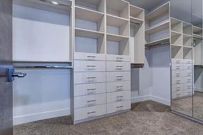 walkin closet-1.jpg