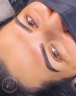 Powder ombre brows