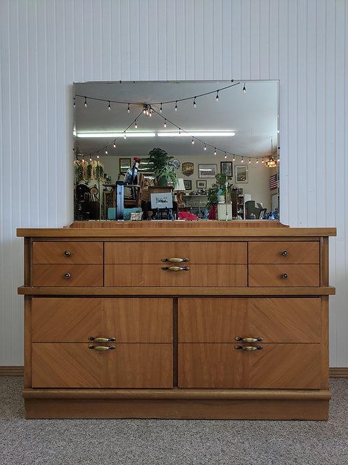 7 Drawer Dresser w| Mirror