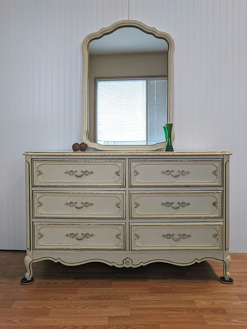 French Provincial 6 Drawer Dresser w| Mirror