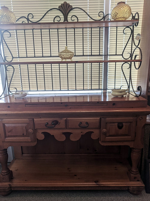 Two Piece Bakers Rack Hutch