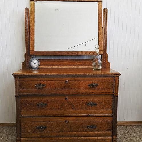 3 Drawer Dresser w| Mirror