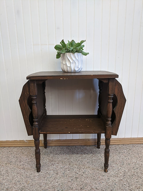 Small Side Table w| Magazine Holders