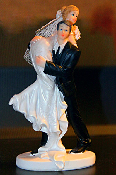 Невеста на плече жениха