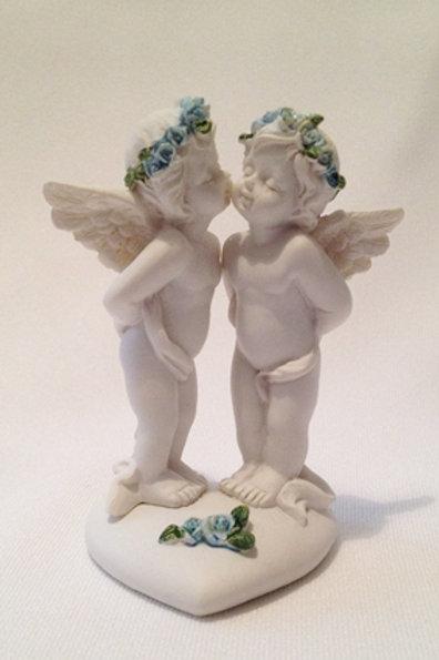Ангелочки целуются