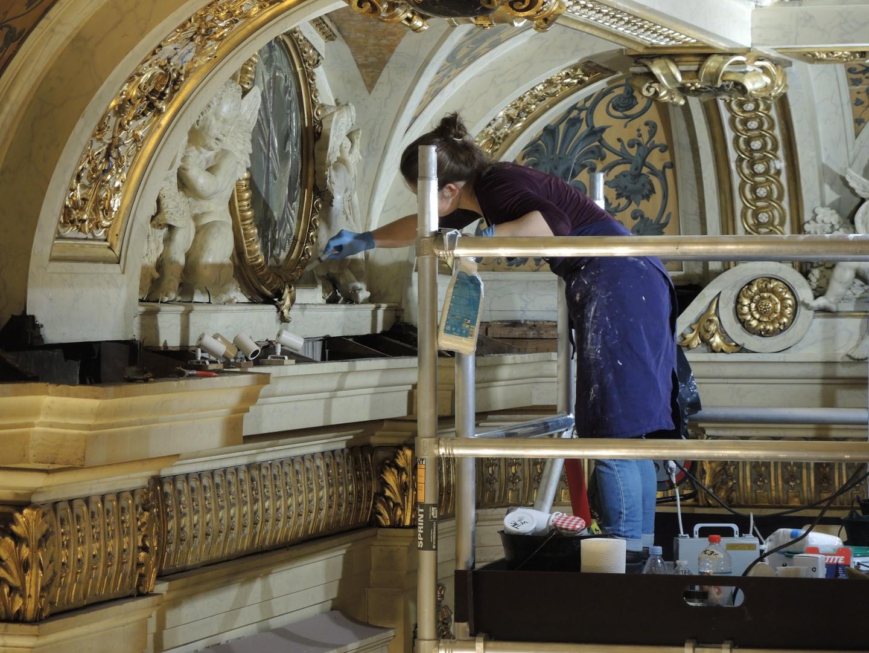 Intervention sur les décors du plafond de la Galerie des Bustes, Sénat