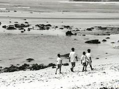 Caminhando na praia no sul da Bahia