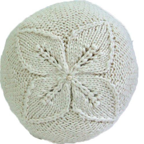 Almohada Circular tejida a  mano con aplicación