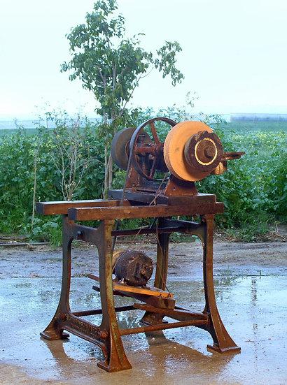 Grinding Machine  מכונת השחזה