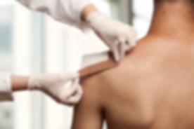 L'enregistrement d'une blessure à l'épaule, Vaccination, infirmiere, marion sojka, infirmier, gard, uzes, montaren, diplome, idel, ide, soin, soignant, chabert joelle