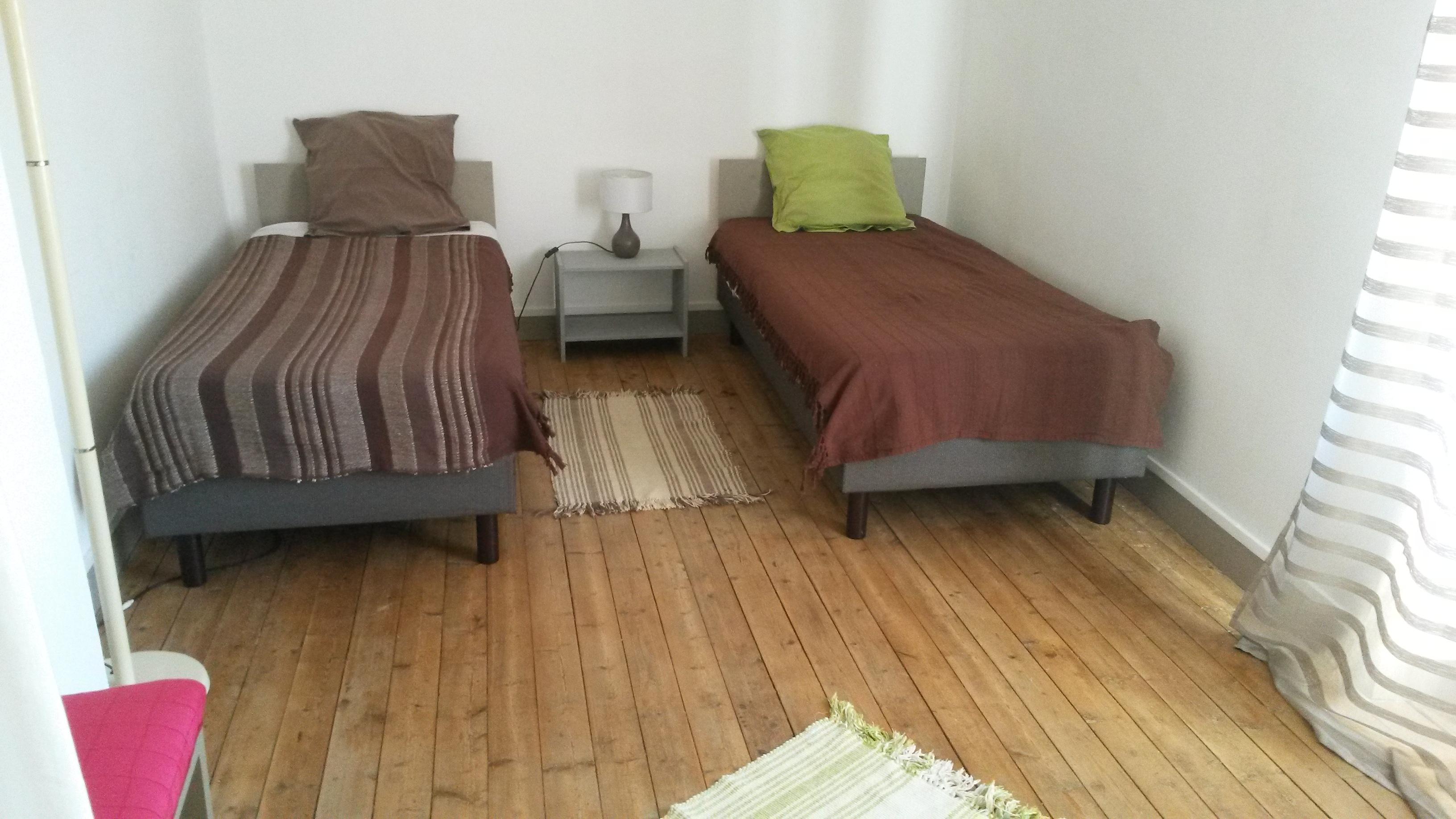 Chambre avec 2 petits lits