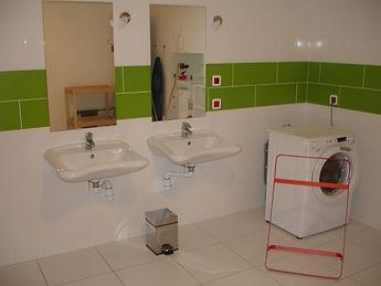Salle d'eau 2 lavabos et lave-linge