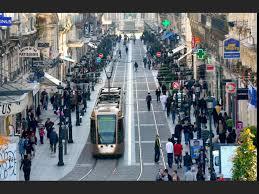 Rue de la République et magasins