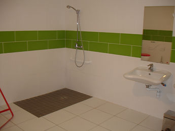 Salle de douche accès handicap