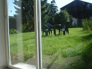 Baie vitrée vue sur le jardin