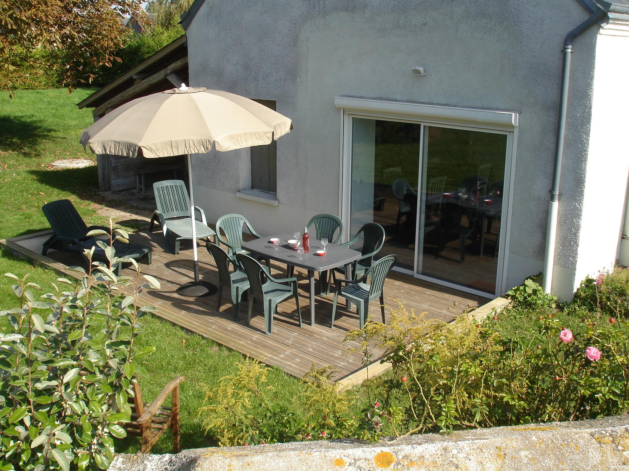 Terrasse avec son mobilier de jardin
