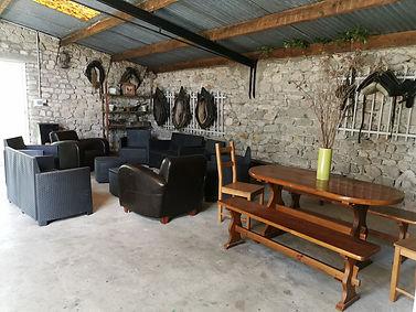 jardin d'hiver avec mobilier de repas et de détente