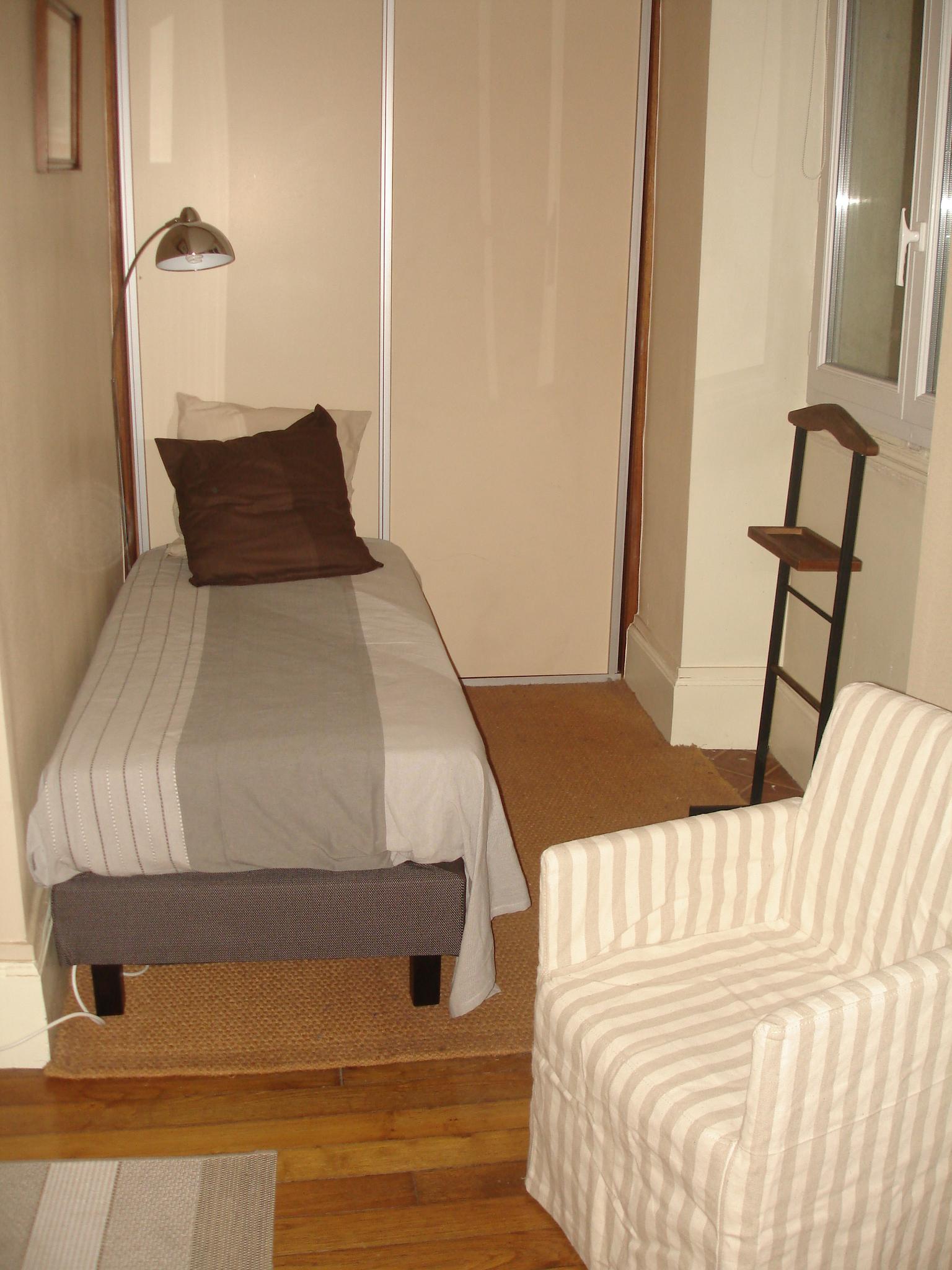 lit d'appui et dressing en chambre