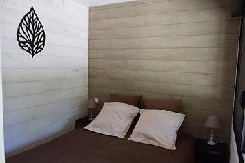 Chambre lit double avec rangement